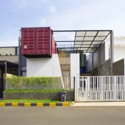 -4-containers-House 1